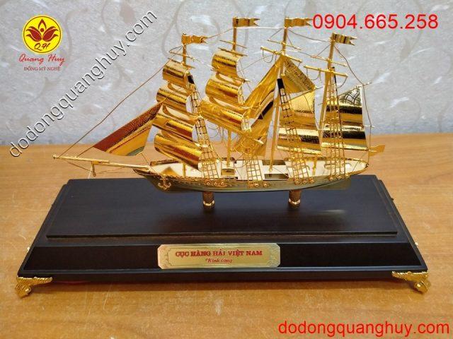 Thuyền buồm bằng đồng mạ vàng 24k